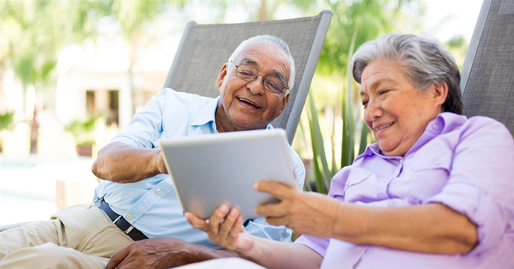 medicare couple looking at options online